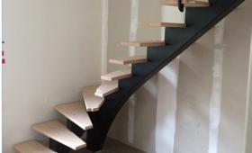 Escalier après peinture et résine à Ploufragan